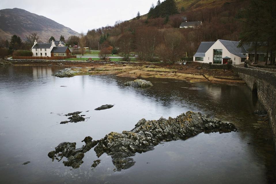 maddie-mae-photography-madeleine-wilbur-maddie-wilbur-urquart-castle-eilean-donan-castle-scotland-highland-cows-highlands-scotland-travel 28