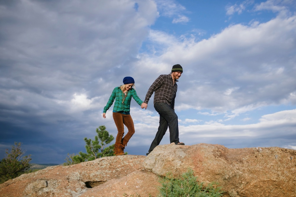 Absolutely love this epic adventurous engagement photo shoot by Maddie Mae Photography // Colorado adventure wedding photographer