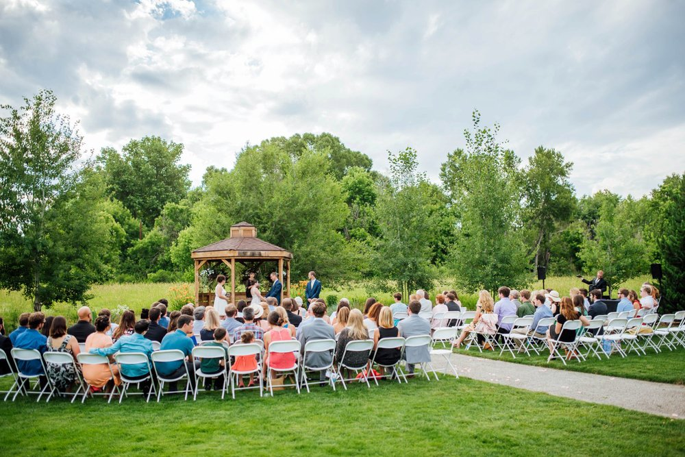 Outdoor weddings in Colorado are so nice, especially with the warmer weather. The Denver Botanic Gardens at Chatfield is a great Colorado wedding venue. Photo by Maddie Mae Photography