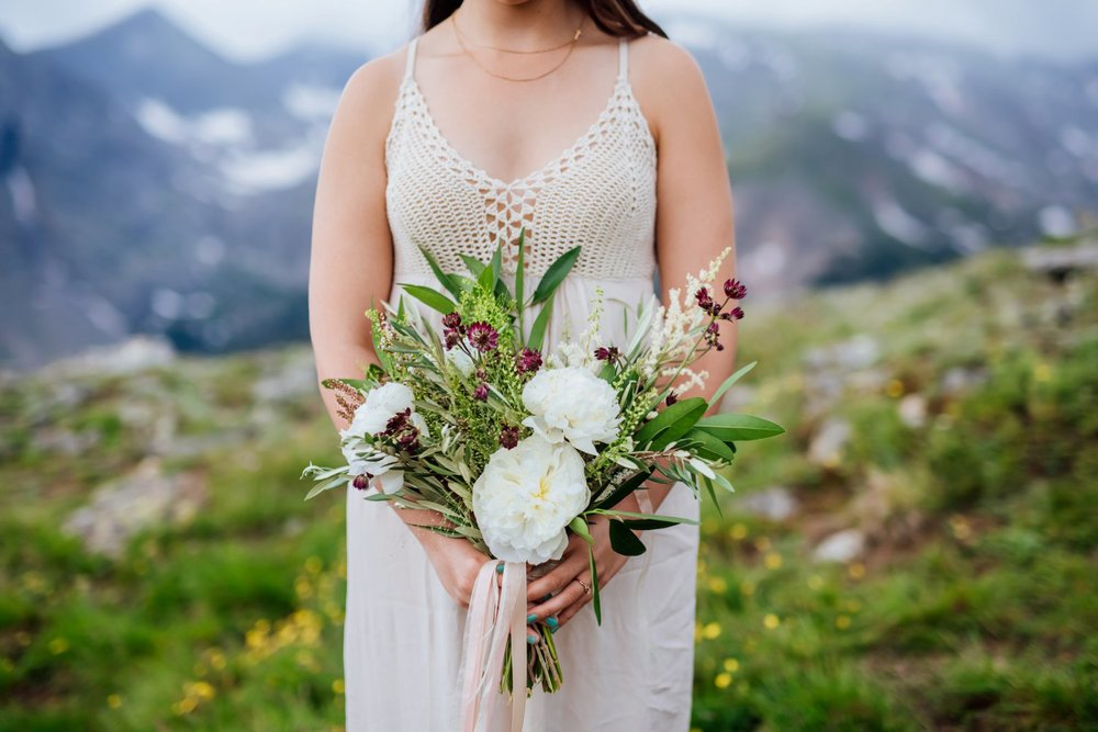 The knitted top of this wedding dress looks so perfect for a Colorado mountain wedding. Photo by Maddie Mae Photography