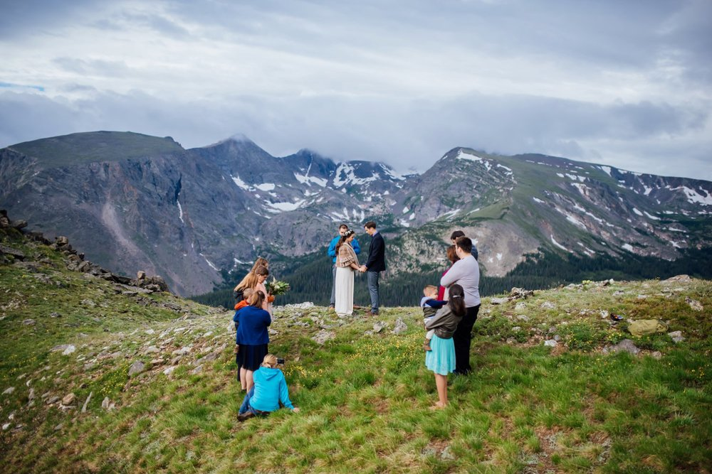 Small weddings are so much more intimate. I love this mountain elopement. Photo by Maddie Mae Photography