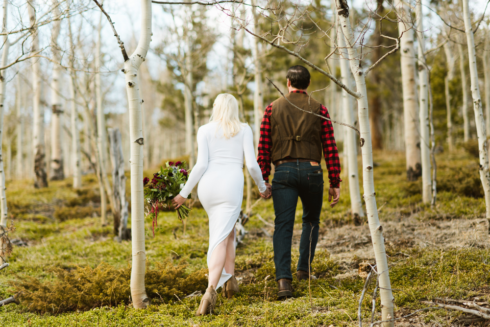 Colorado Aspen trees make the best backdrop for an adventurous mountain elopement. | Photo by Maddie Mae