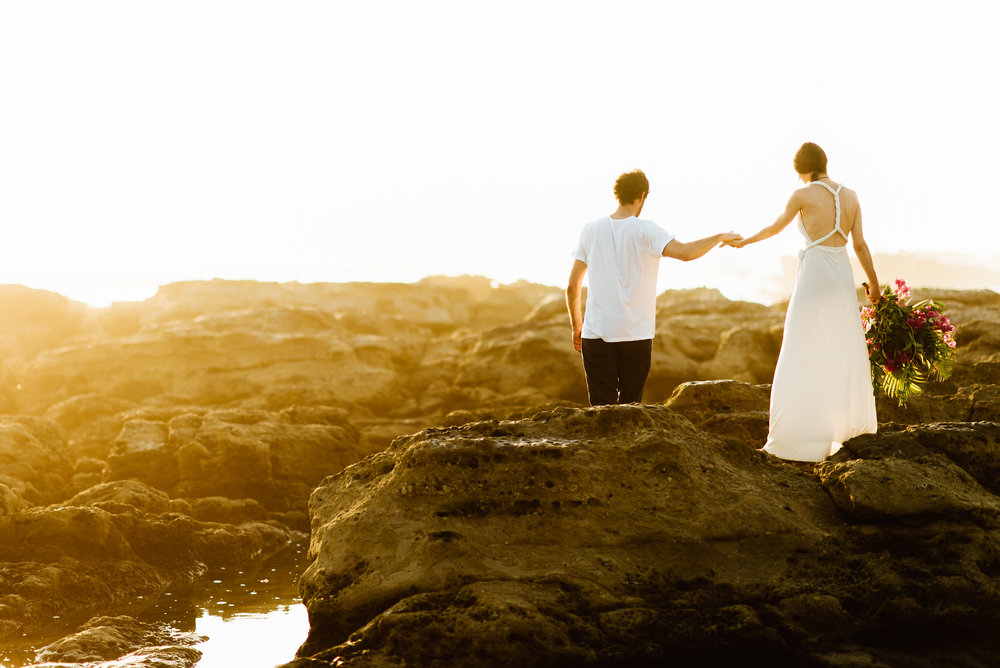 These elopement photos at sunset on Santa Teresa Beach are insane! I have to get married on the Nicoya Peninsula in Costa Rica! | Costa Rica wedding photography by destination wedding photographer, Maddie Mae.