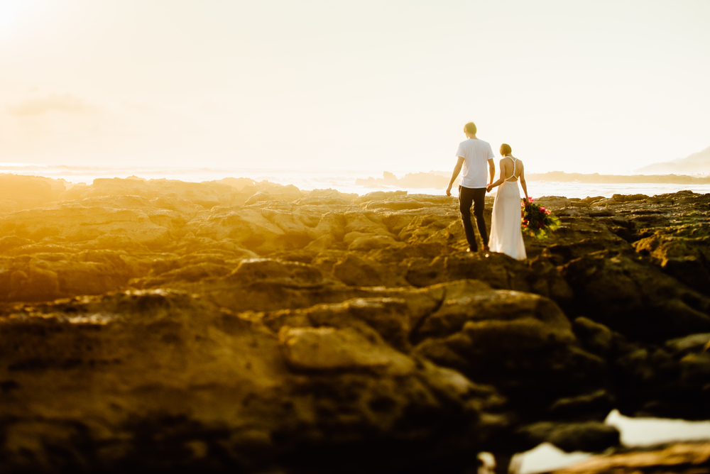 Everything aligned perfectly at this Costa Rica destination elopement photo session. The sunset on the Nicoya Peninsula is so amazing. | Costa Rica wedding photography by destination wedding photographer, Maddie Mae.