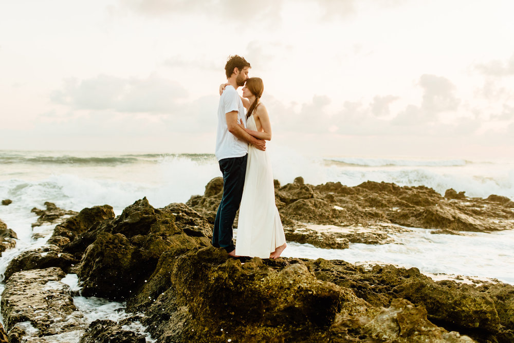 Absolutely swooning over this magical elopement on the rocky beaches in Costa Rica. I absolutely love the rugged Nicoya Peninsula for an intimate wedding or elopement! | Destination wedding photography by intimate Costa Rica wedding photographer, Maddie Mae.