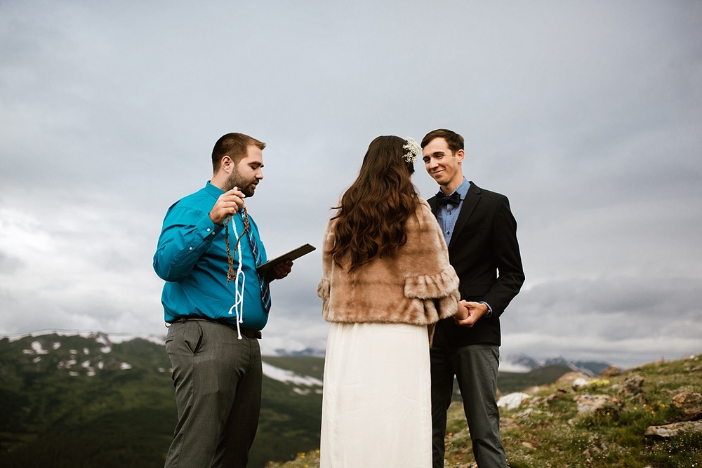 I Love winter weddings, especially this on on the top of a mountain in Estes Park, Colorado! | Handfasting mountain elopement photos by adventure wedding photographer, Maddie Mae.