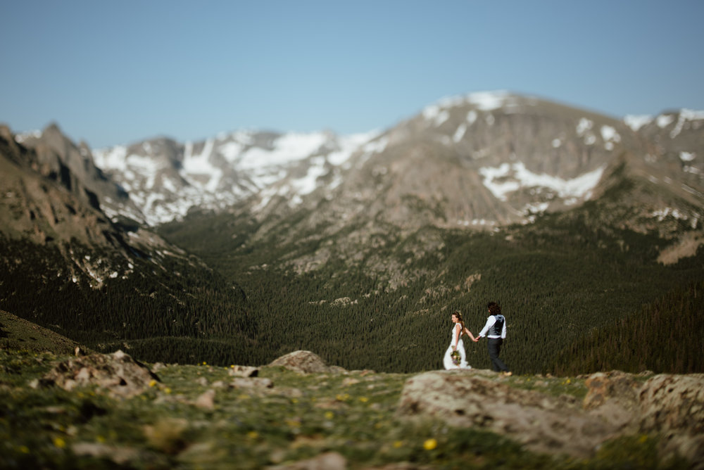 I am really loving these hiking wedding photos of Erin and Graham in Rocky Mountain National Park! Their wedding was amazing! | Sunrise mountain hiking elopement photos by Colorado mountain elopement photographer, Maddie Mae.
