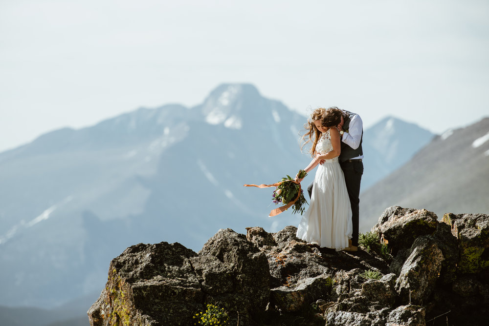 This romantic wedding at Trail Ridge Road in Rocky Mountain National Park really stole my heart! It's so beautiful! | RMNP mountain wedding photos by Colorado elopement photographer, Maddie Mae.