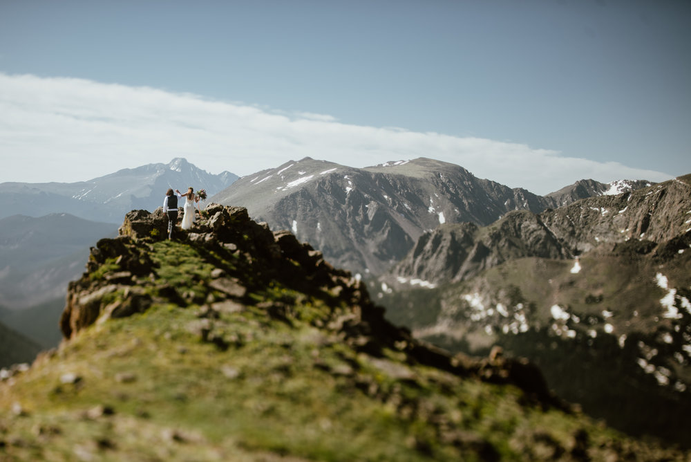 Wow this cliffside wedding in RMNP is so gorgeous! Trail Ridge Road is the most epic elopment location in Rocky Mountain national Park. I can't believe this mountain view! | Mountain elopement photos by Colorado wedding photographer, Maddie Mae.