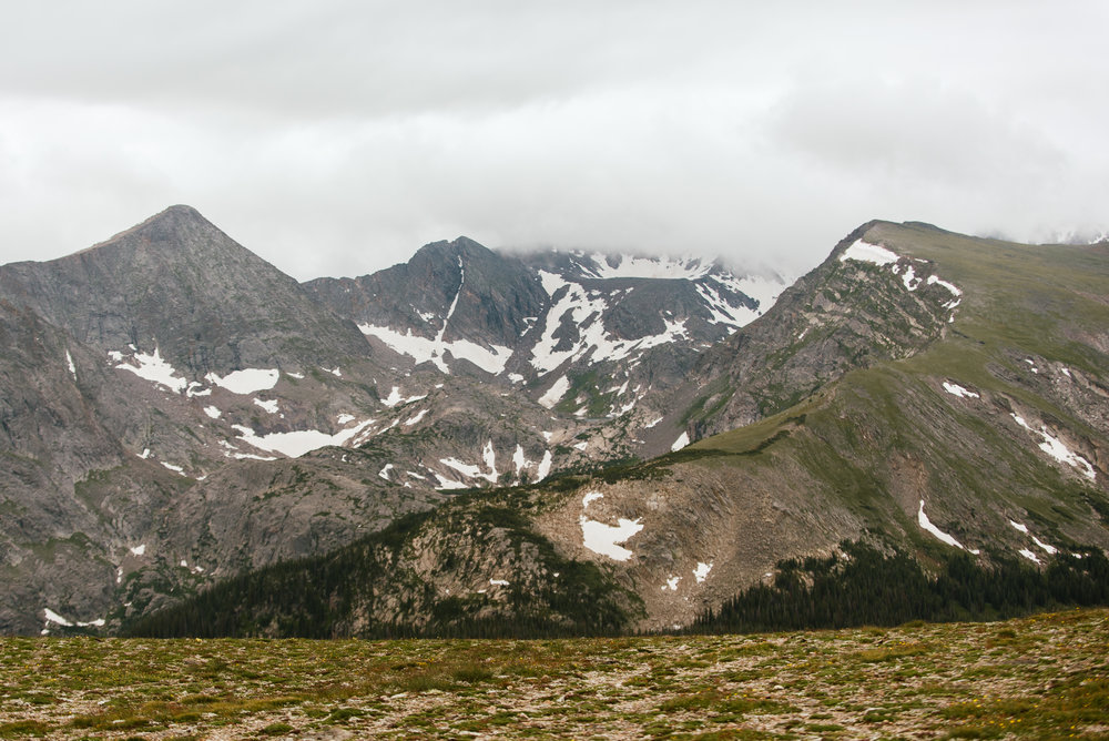 I love the amazing views in RMNP during the colder times of year! Such a great wedding location in Colorado! Trail Ridge road is the perfect ceremony spot for a rmnp elopement. Mountain elopement photos by adventure wedding photographer, Maddie Mae.