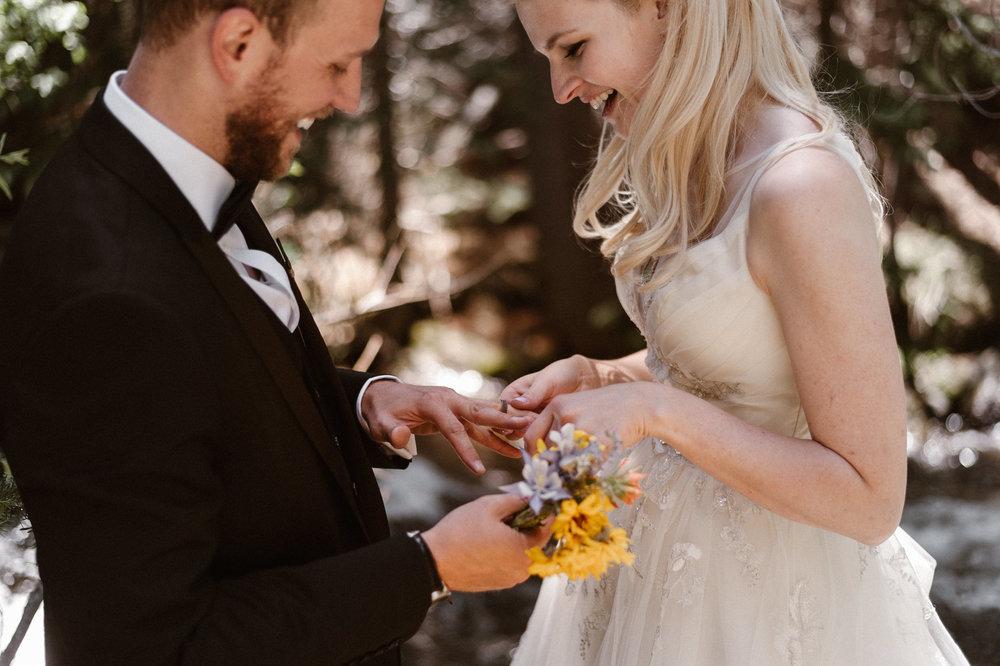colorado-elopement-photographer-maddie-mae-adventure-wedding-photographer-intimate-wedding-photographer-adventurous-elopement-locations-16.jpg