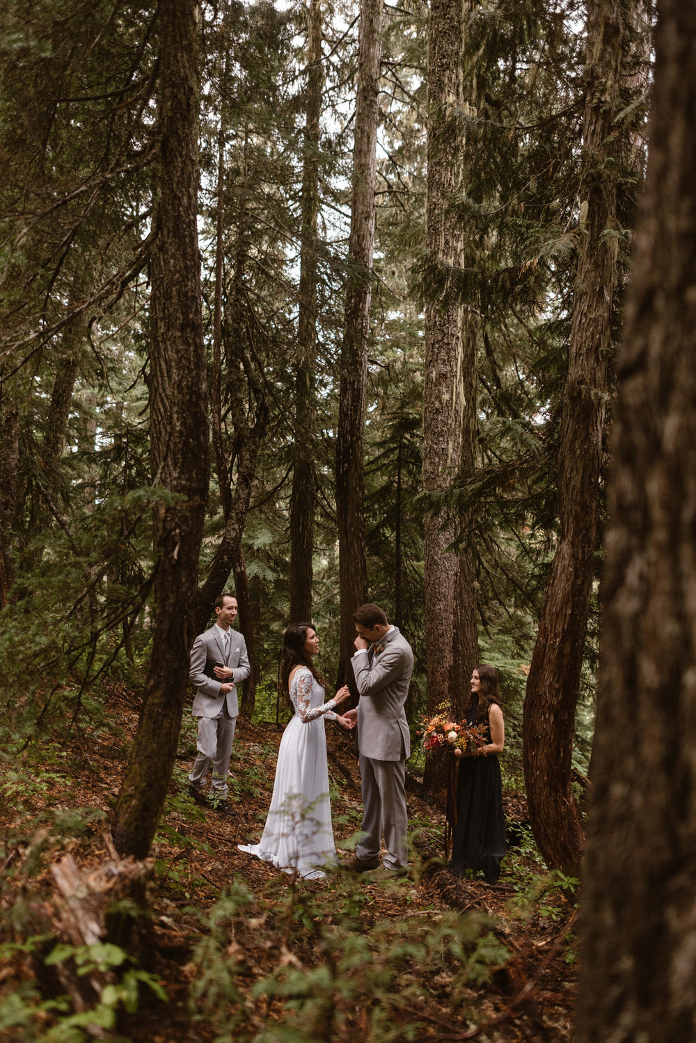 washington-elopement-photographer-mt-ranier-national-park-elopement-adventure-elopement-photographer-rainforest-elopement-hiking-adventure-elopement-photographer-maddie-mae