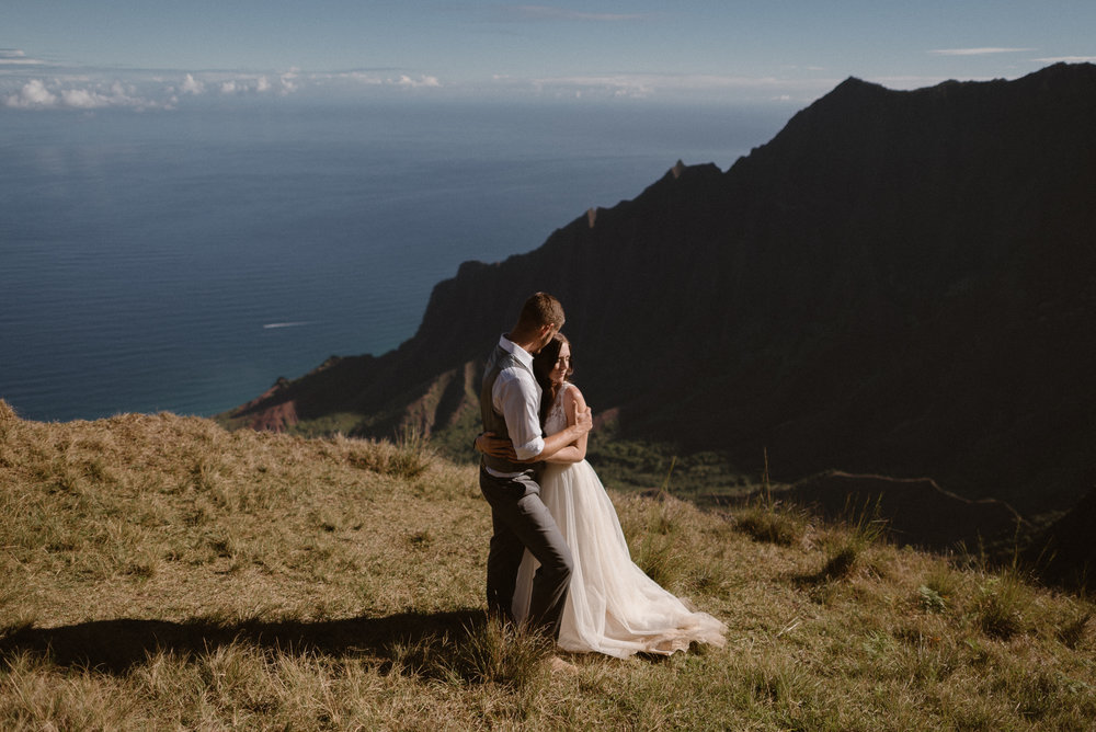 Eloping on a tropical island like Hawaii is a dream! When you can elope anywhere in the world, knowing how to choose the best elopement location is difficult. Here's our favorite elopement locations around the world and tips for how to pick the best location for your elopement ceremony. Photo by Adventure Instead, Maddie Mae, Destination Wedding Elopement Photographers.