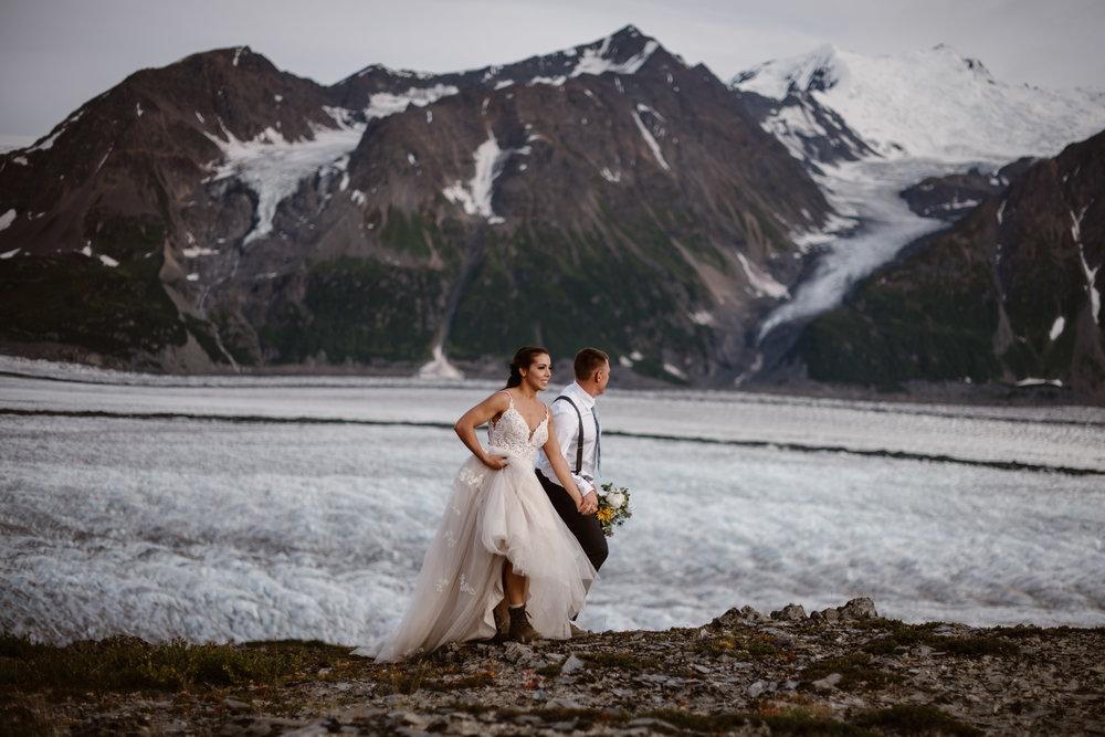 alaska-elopement-photographer-glacier-elopement-in-ak-adventure-instead-maddie-mae