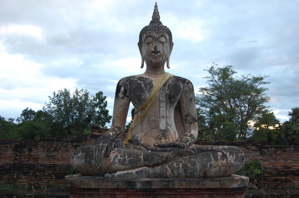 El amanecer de la felicidad en Sukhothai, Tailandia
