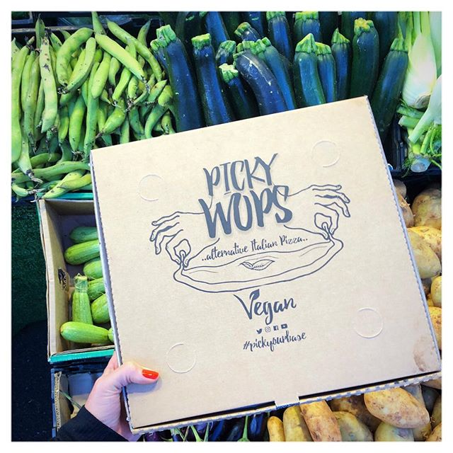 Friday night sorted 🤤🍕😆 @pickywops . . : #plantpower #pizza #plantbased #friday #vegan #vegansofig #veganfood #london