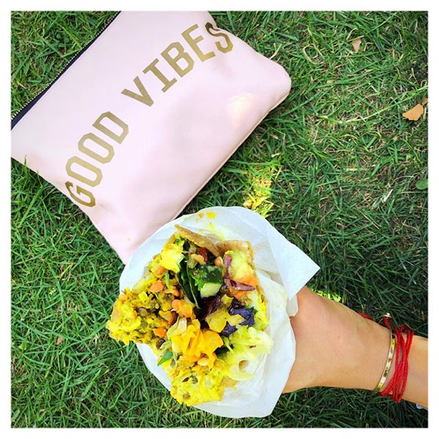 Good Vibes avec @marclawsii 🤟🏼 . . #plantpower #plantbased #vegan #raw #burrito #vegansofig #saturday #goodvibes