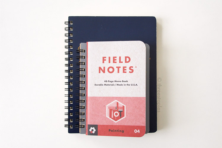 "Size comparison: ""L"" size (dark blue), ""regular"" size (light gray) and Field Notes Workshop Companion."