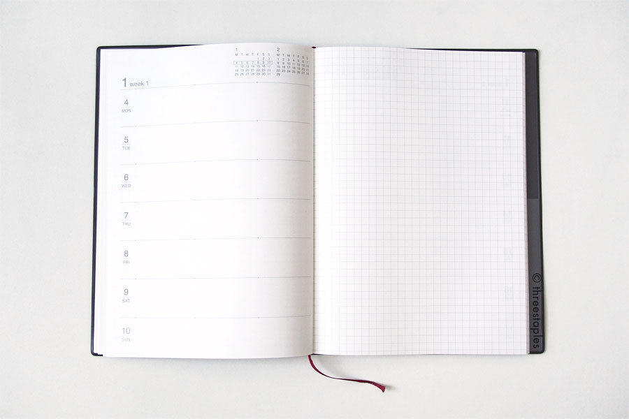 Weekly view inside the Muji planner, with graph grid on the right side. The design is very simple and straight-forward.