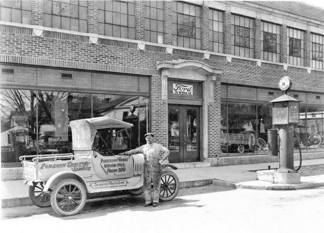 Pinkham & Wright Ford Dealership