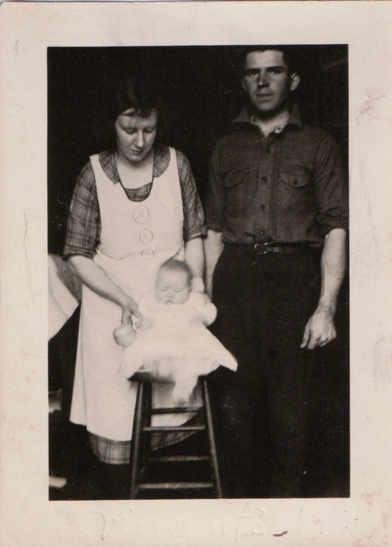Ila, Tommy and baby carol in 1923