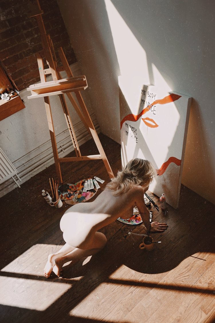 la vie en arts — i hate blonde