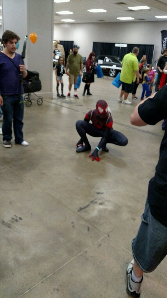 Excellent pose.  I do love an athletic Spider-Man cosplay!