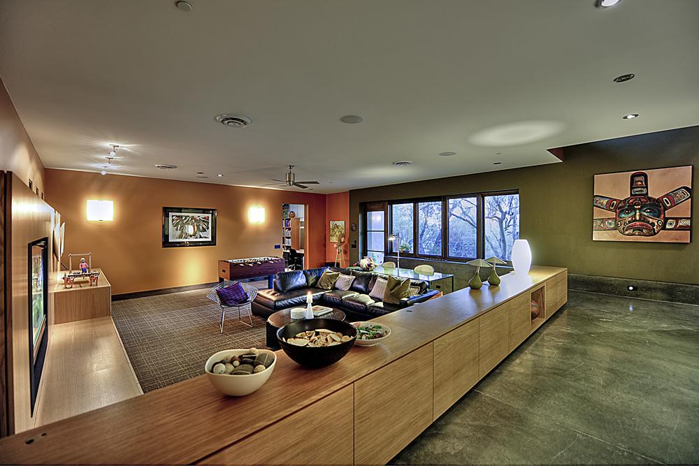 Family Room Hallway.jpg