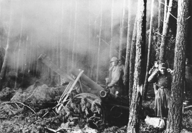 Hürtgenwald,_schweres_Infanteriegeschütz.jpg