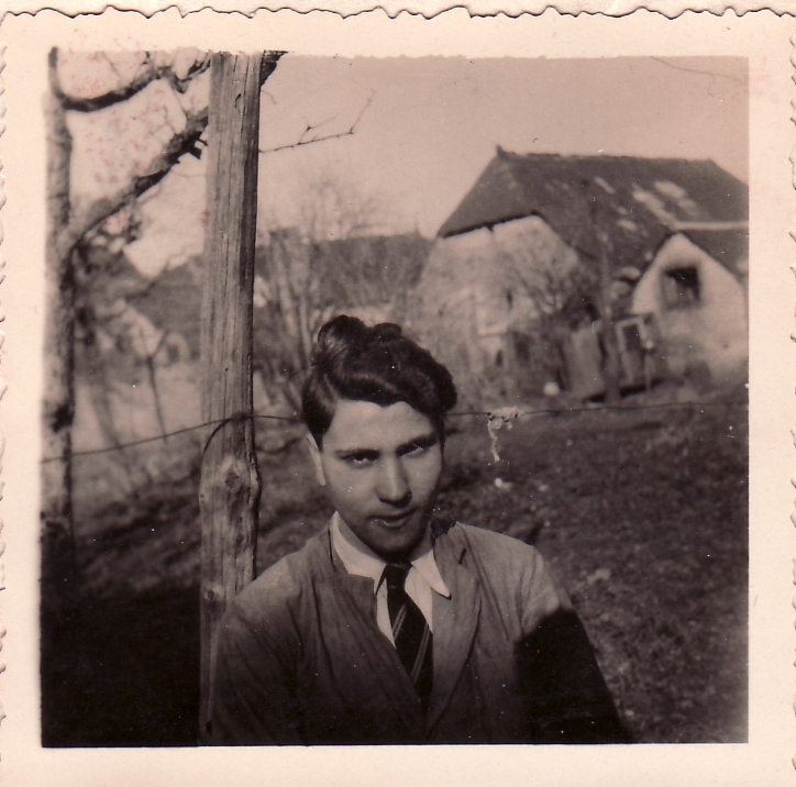 Peter infront of Farmhouse 1.jpg