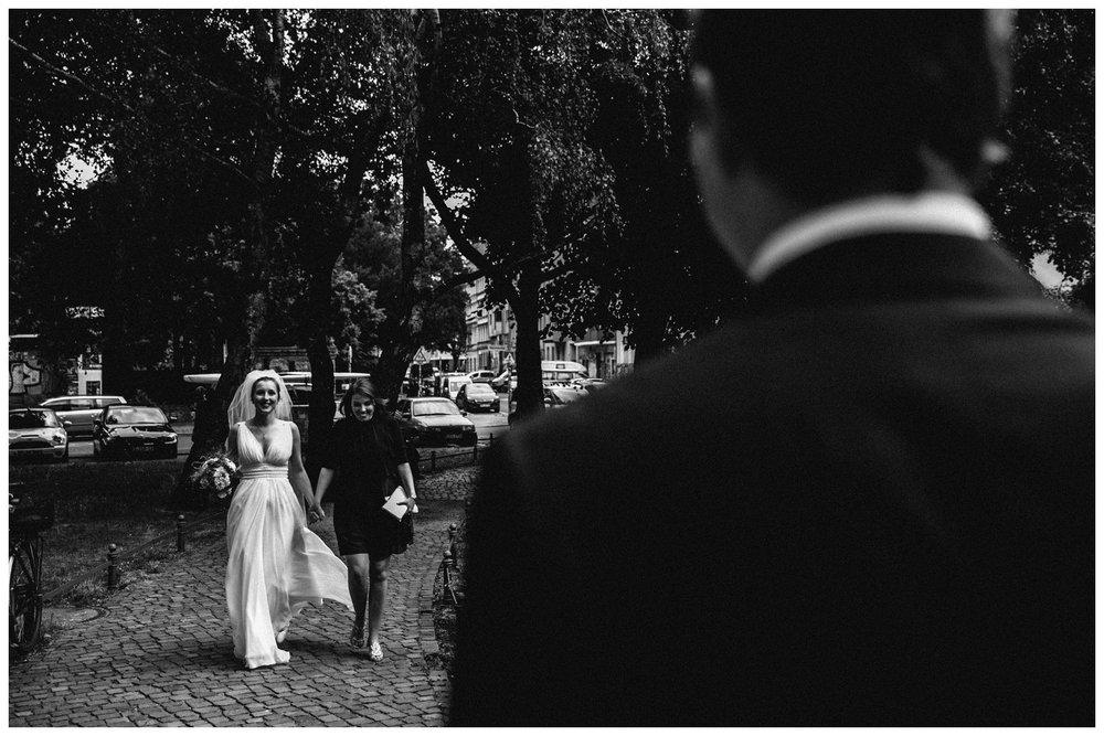first-look-brautpaar-berlin-hochzeitsbilder-reportage_5