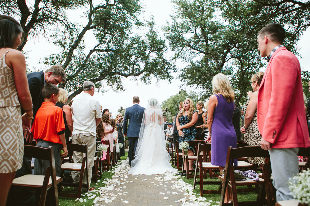 Outdoor wedding aisle at Vista Wedding Ranch | Lisa Woods Photography