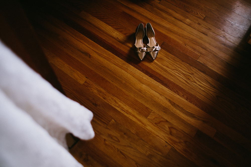Golden Wedding Shoes | Lisa Woods Photography