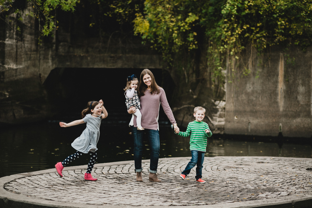Mother and Children | Houston Fall Holiday Family Portraits | Lisa Woods Photography