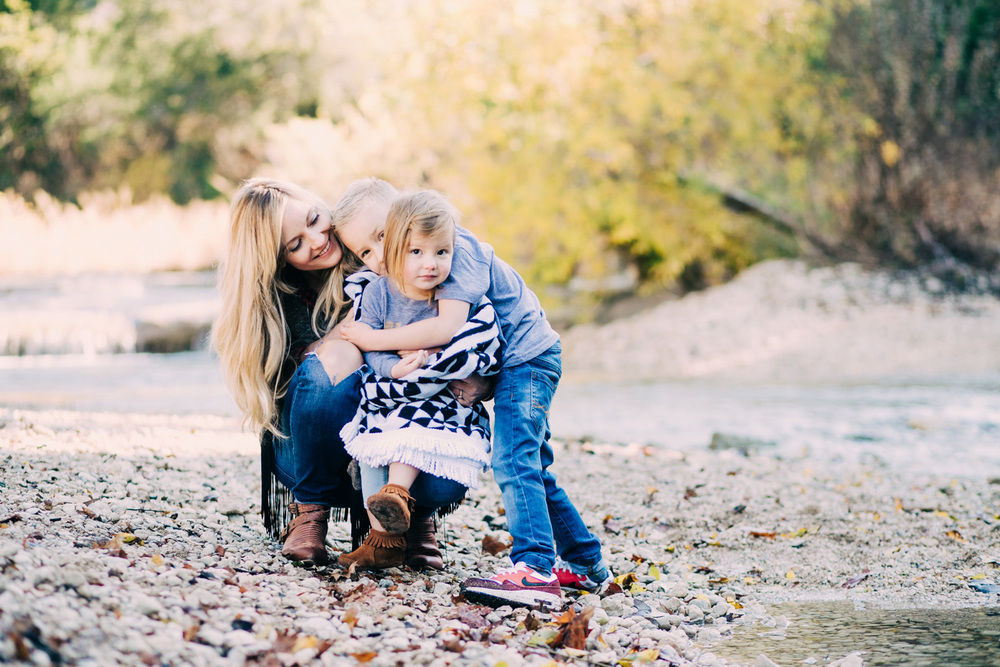 Brother Loves Sister | Austin Family Portraits | Lisa Woods Photography