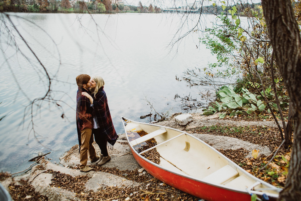 Lake & Canoe Outdoor Engagement Session | Austin Texas | Lisa Woods Photography