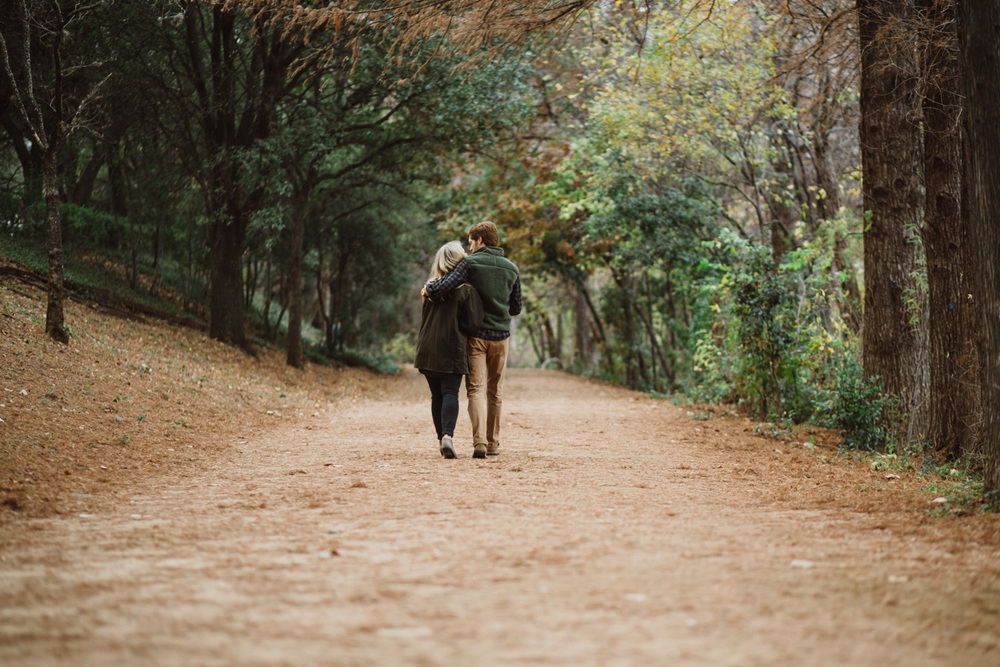 Outdoor Fall Engagement Portraits | Lisa Woods Photography