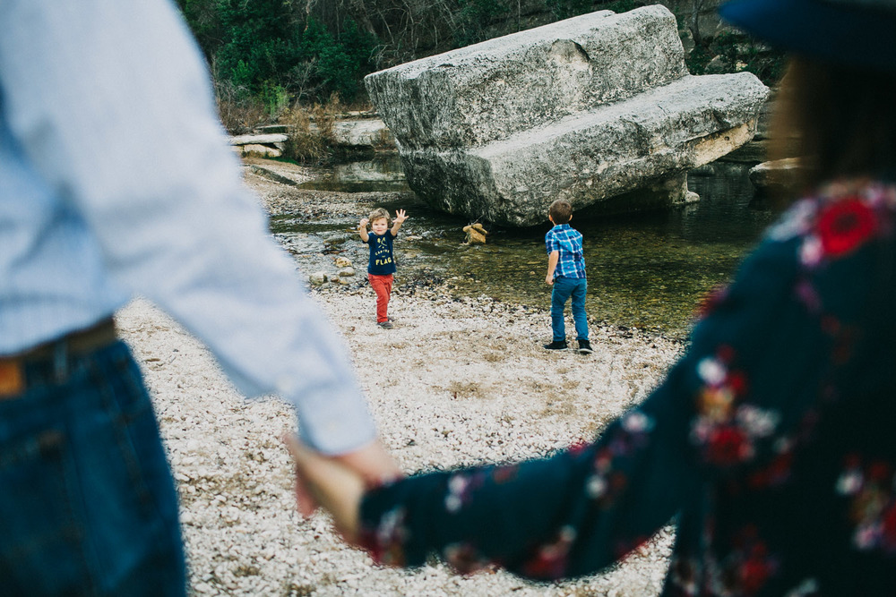 Family Portrait Session at Bull Creek Park in Austin Texas | Lisa Woods Photography
