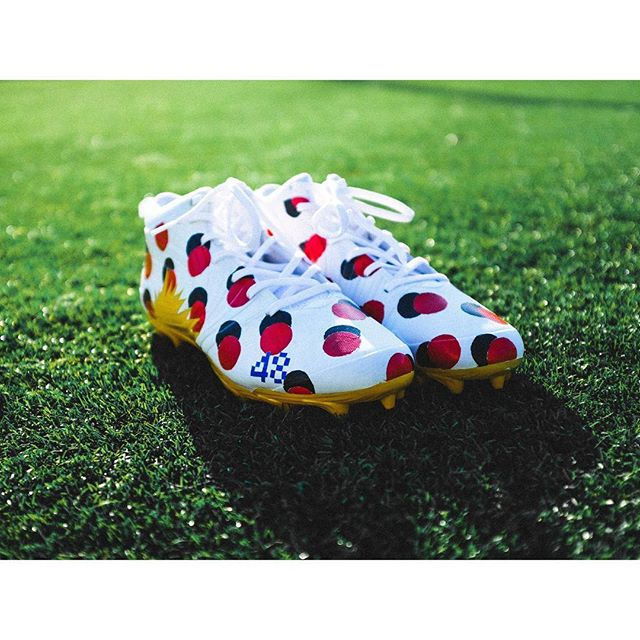 Super excited to finally share this project for #mycausemycleats for the NFL.  For diabetics, testing blood sugar is a monotonous, repetitive and taxing daily task. We wanted to represent the courage it takes to do this day in and day out with a bold, abstracted and repeated interpretation of the blood drop.  All proceeds go to support @jdrfhq , which is an extremely important foundation to @reidferguson , long snapper for the @buffalobills . His brother, @blakeferguson50 is a type one diabetic. Blake, who is also a long snapper at LSU is represented here with his number #48 on the toe of the cleats.  We're super stoked to see these on the field this Sunday as the Bills take on the Jets.  c/o: @weareoust.co  Creative Director: yours truly  Designer: @taytayzzz  Artist: @arbuzzy  #mycausemycleats #buffalobills #jdrf