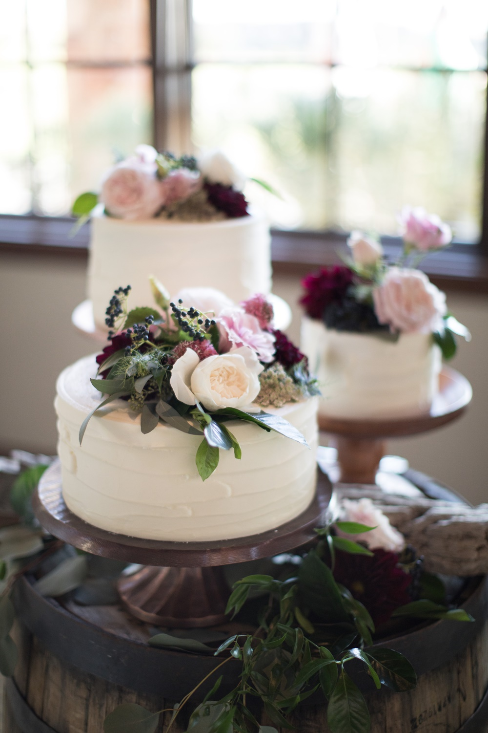 blush + burgundy cake flowers