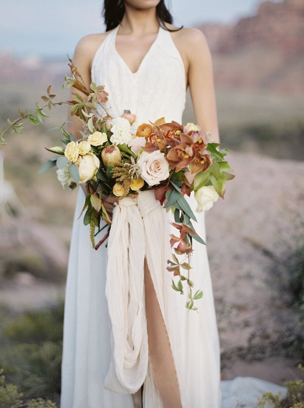 gold and cream bridal bouquet