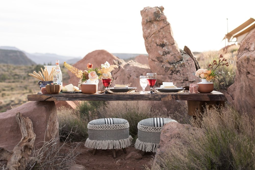 glamping zion elopement tablescape