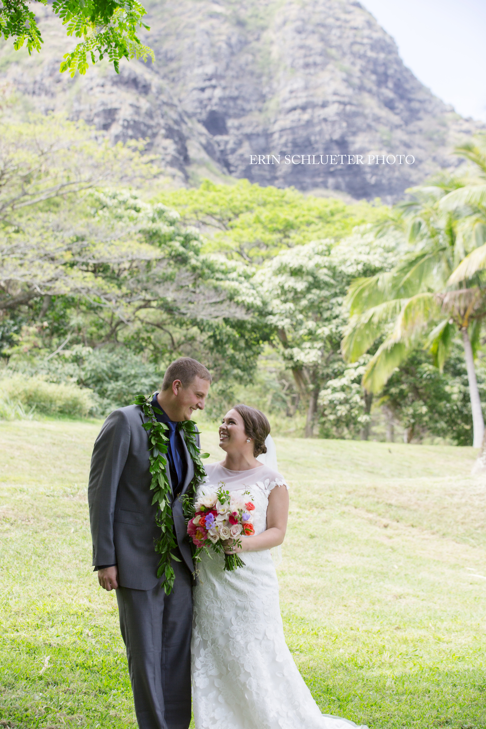 The wedding took place at the gorgeous Kualoa Ranch Paliku Gardens. The Kualoa Ranch is beautiful, it's no surprise that it has been the film site of many Hollywood shows and movies. (Jurassic Park, 50 first Dates and Godzilla to name a few).