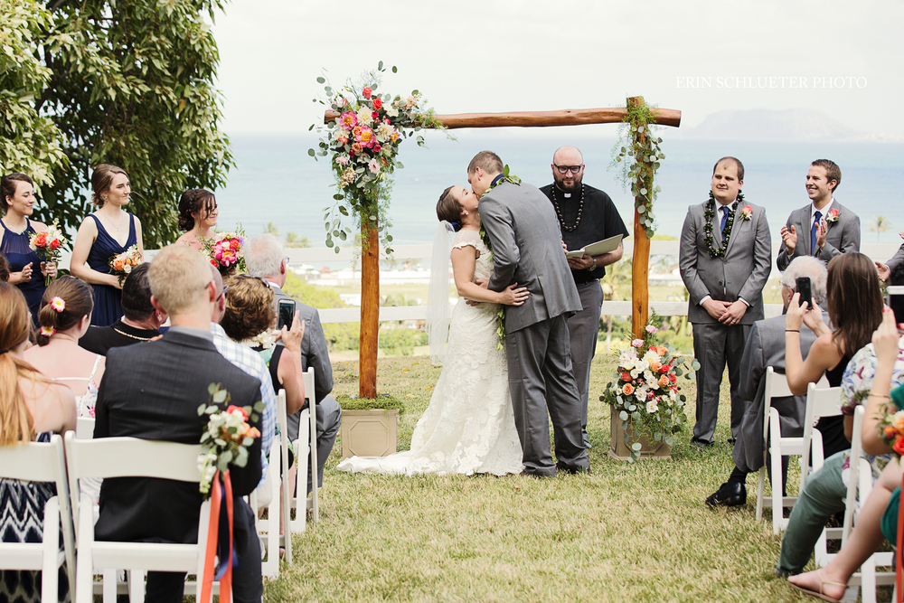 ocean_wedding_destination_kiss