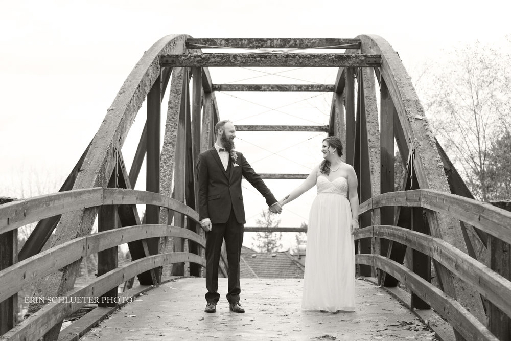 bride_and_groom_bridge