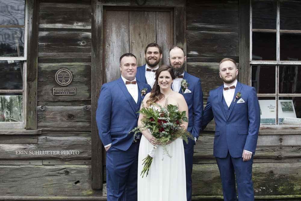 rustic_groomsmen_photos