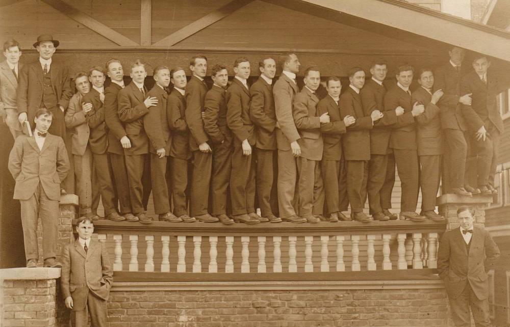 Class Picture 1914 (Theta Chi local).jpg