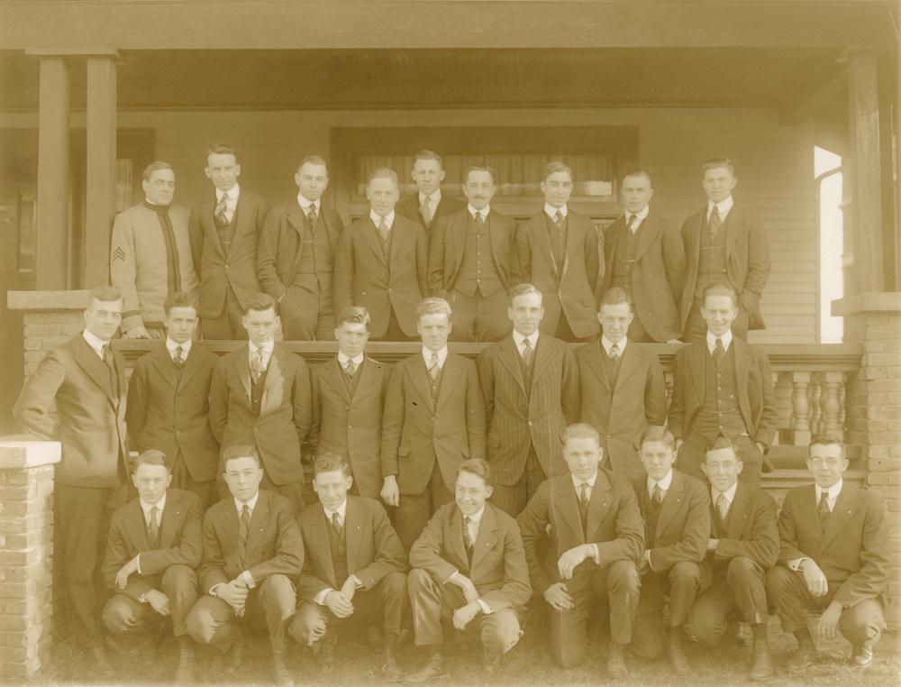 Class Picture 1916 (Theta Chi local)-1.jpg