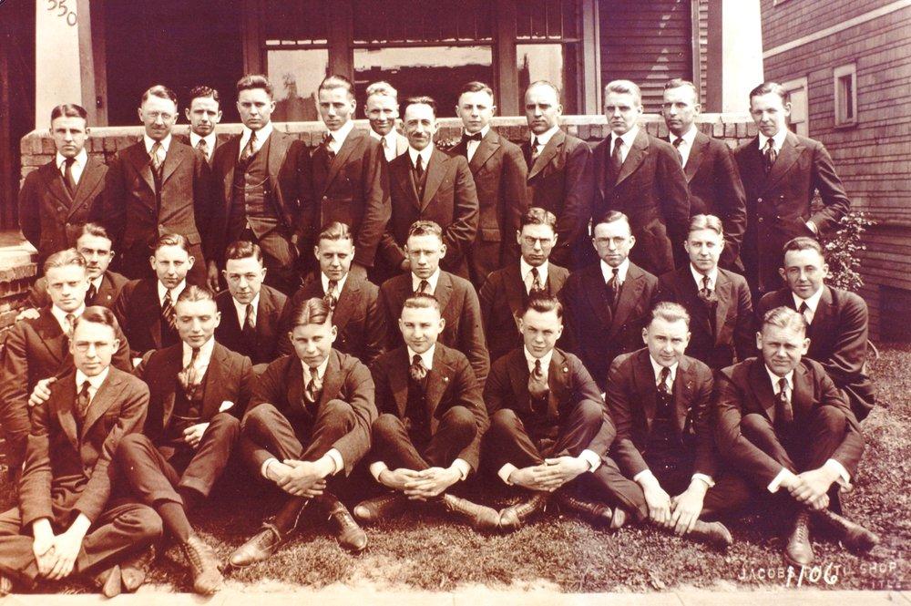 Class Picture 1920 (Theta Chi local).jpg