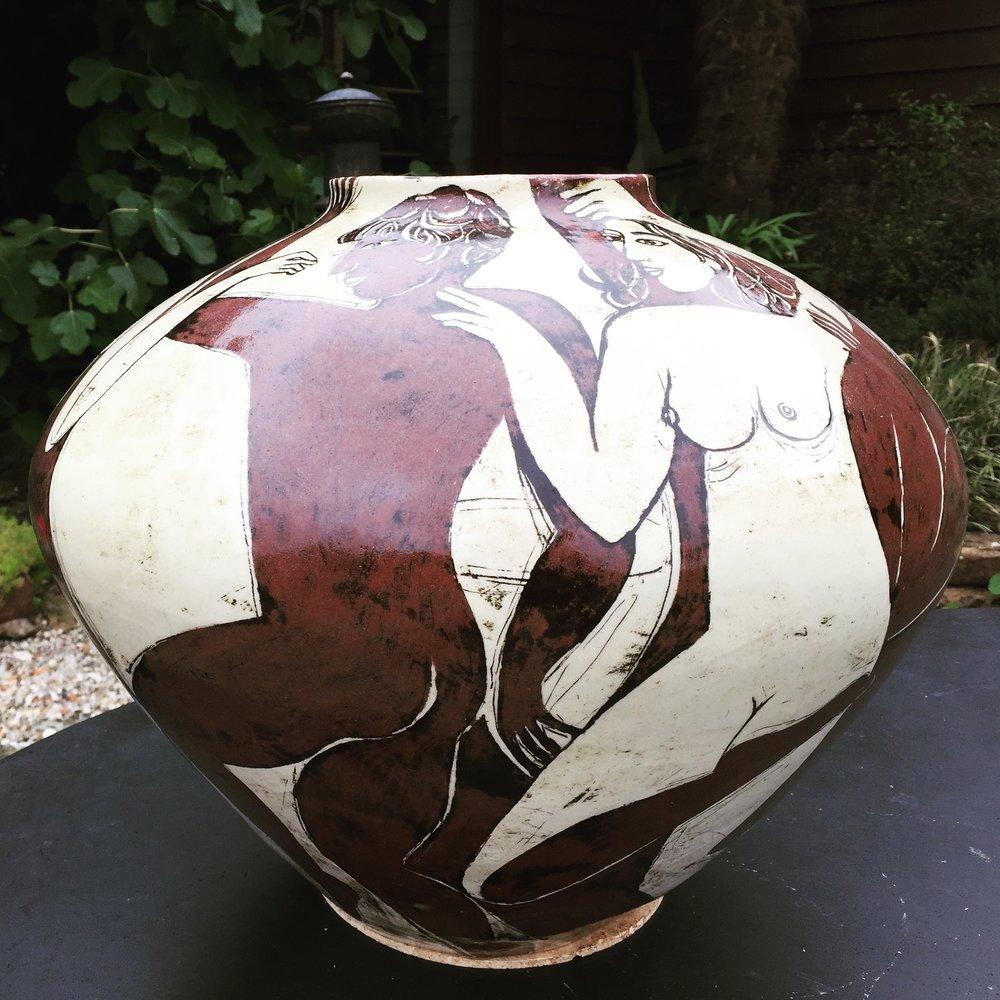 Low Yolande vase.JPG